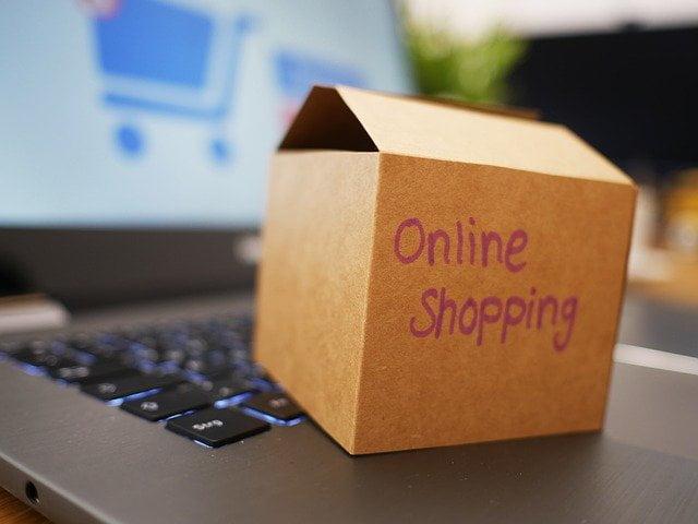 オンラインショッピングの段ボール